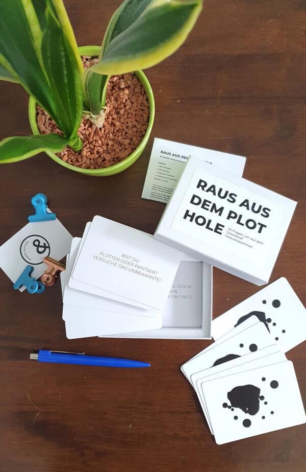 Raus aus dem Plot Hole. 30 Fragen, um aus dem Schreibtief herauszukommen. Kartenset für Autoren.