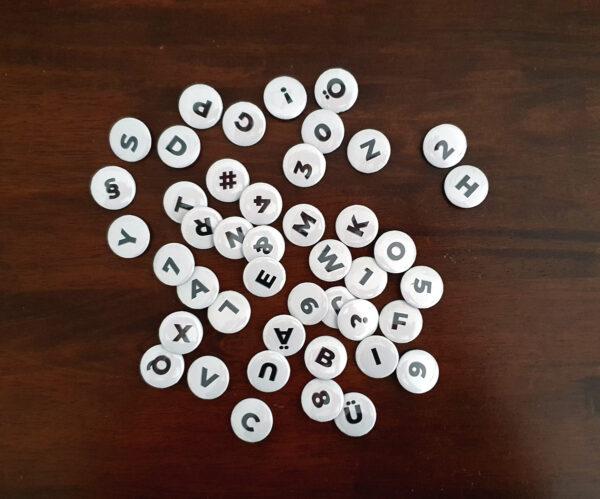 Buchstaben-Buttons mit serifenloser Schrift