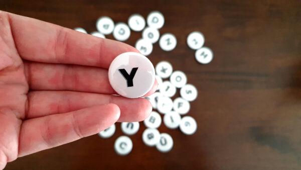 Vorderseite der Buchstaben-Buttons Sans Serif